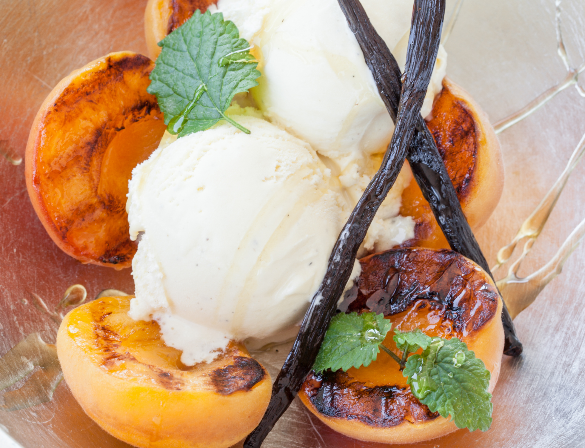 Roasted apricots with honey and vanilla ice cream